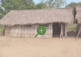 Noch bestehende Hütten der Grundschule